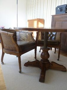 Vintage- wood table with 4 chairs / table en bois avec 4 chaises Gatineau Ottawa / Gatineau Area image 5
