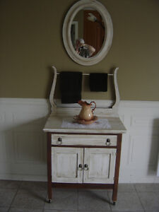 Chiffonnier, commode, bureau antique