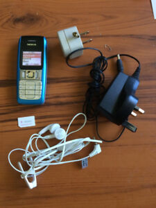 Nokia 2300 cell phone small and inexpensive