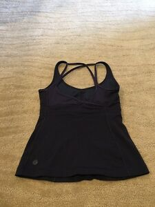 Navy lululemon tank Sz 4, has cup inserts. Strathcona County Edmonton Area image 2