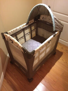 Graco 3 stage travel bed/playpen