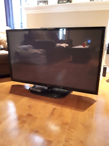 "50"" LG PLASMA 1080p 600hz!! In new condition with remote"
