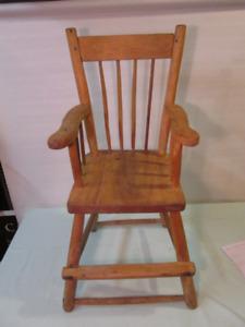 chaise antique pour enfant
