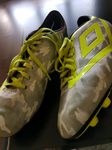 Outdoor Umbro Soccer Cleats, size 2.5