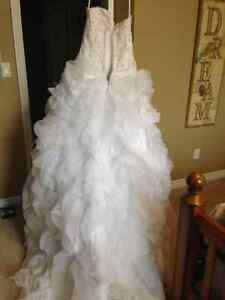 Ball gown wedding dress size 16 London Ontario image 5