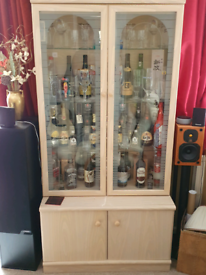 Display cabinet with interior light