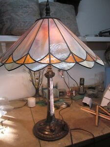 Stained Glass Tiffany Style Table Lamp-Handmade /Lampe Vitrail