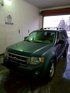 2010 ford escape XLT AWD ** TRADES **