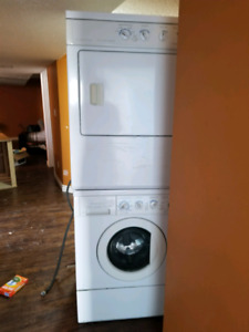 Free and working - Frigidaire-Washer and dryer stackable
