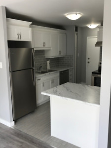 Lovely 2 Bedroom Condo… Waiting for You to Make it Home!