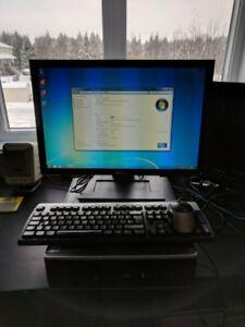 Ordinateur avec ecran/clavier/souris