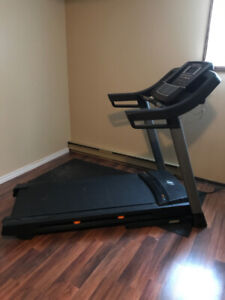 NORDICTRACK C6OO FOLDING TREADMILL