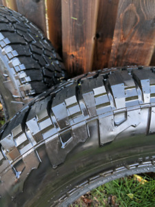 Pneu Falken WildPeak comme neuf 265/70/R17 off road tires M/S