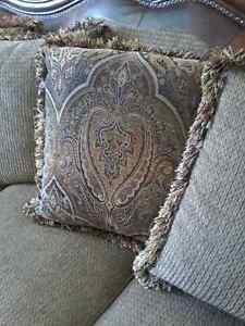 Sofa and loveseat Windsor Region Ontario image 3