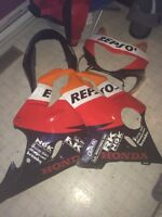 Selling a set of Repsol plastics for a 2000 cbr600 in good shape