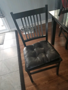 CHAISE A VENDRE NEGO //  DINING CHAIRS FOR SALE NEGOTIABLE