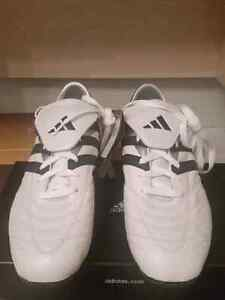 Adidas soccer shoes/ Souliers de soccer 11 NEW West Island Greater Montréal image 1