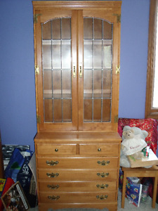 Roxton One Piece Hutch With Drawers