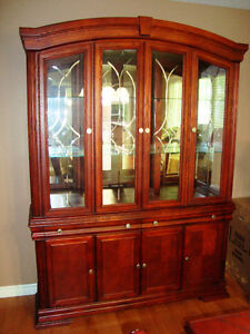 Dinning Room Table and Hutch (Located in Trenton Ontario)