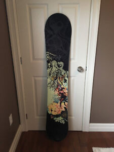 SIMS WOMAN'S SNOWBOARD HARDLY USED