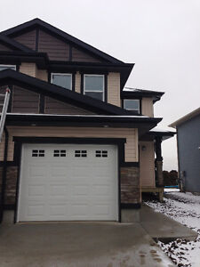 Great Duplex House for Rent in East End Regina Available Now