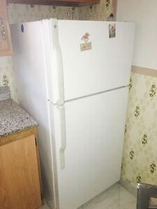 Réfrigérateur - propre et fonctionne bien
