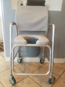 Commode with wheels and bucket