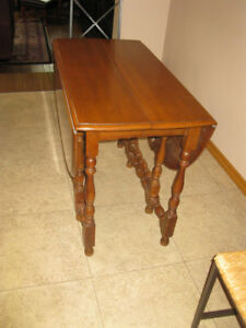 ANTIQUE WALNUT GATE LEG TABLE REDUCED TO 50.00
