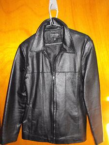 manteau pour femme en cuir noir  neuf