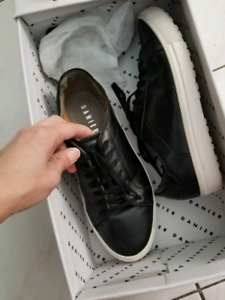 mens size 6 leather converse style sneaker shoe