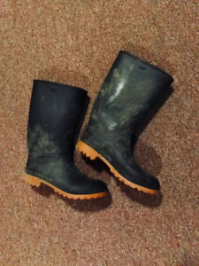Rubber boots (size 9-9.5), great condition
