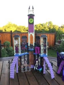 MONSTER HIGH  'High School' Play Doll House -  Halloween toys