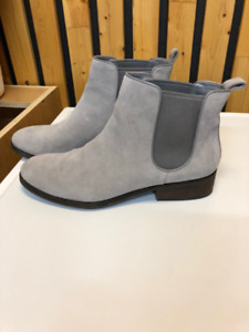 COLE HAAN  SUEDE BOOTS