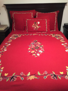 POTTERY BARN QUEEN RED BEDDING