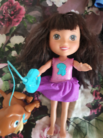 Dora and Perrito singing doll and dancing dog in very good condition.