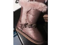 Girls boots faux fur size 24, brand new