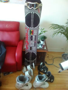 4 years old snowboard kit 400$ nego.
