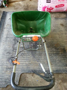 Grass/Fertilizer spreader