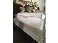 Child's safety guard rail, cod bed side for single or double bed.