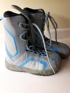 Girls size 5 snowboard boots