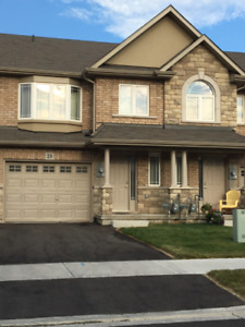Almost new 3 BR upgraded TH - Stoney Creek Mountain - Sept. 1