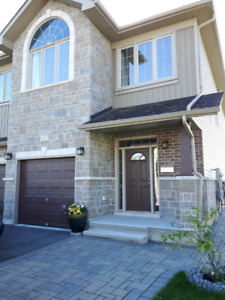 Furnished modern townhouse in woodhaven (west kingston)