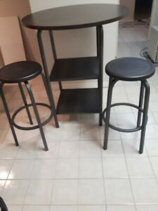 Like-new tall round table & 2 stools