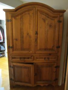 Grande armoire en bois massif/ Large solid wood cabinet