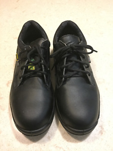 """Practically new work shoes for sale - """"Cofra Solid"""""""