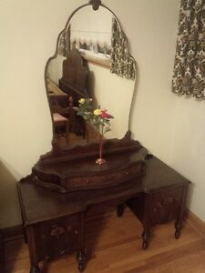 Woman's Beauty Desk and Double Bed Cambridge Kitchener Area image 10