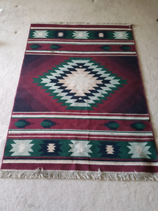 Beautiful area rug 5ft x 7ft