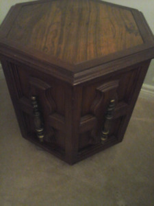 Side Table solid wood set of two mint condition $50