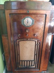 Antique DeForest Crosley radio