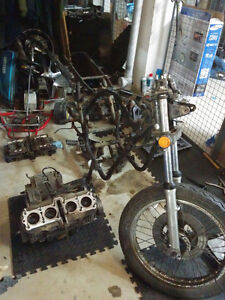 Suzuki GS750 Project - Fully dismantled, all parts there